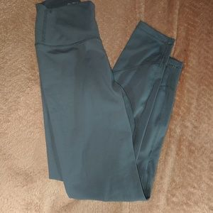 Alainah III Sleek Legging Size Small